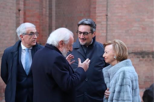 Giovanni Ferrero e la madre Maria Franca Fissolo. Con loro il presidente di Ferrero Italia Bartolomeo Salomone e il senatore albese Tomaso Zanoletti