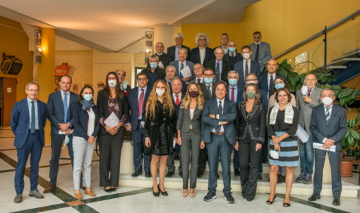 Foto di gruppo, risalente al primo ottobre scorso, per i componenti del Consiglio camerale