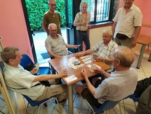 Via libera in Piemonte a quotidiani e giornali negli esercizi pubblici e al gioco a carte