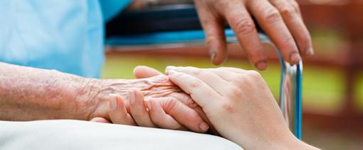 Filcams Cgil e Associazione Alzheimer Asti promuovono un corso per collaboratori familiari