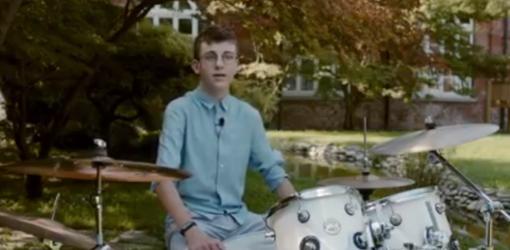 Un frame del video 'Non vedo l'ora di abbracciarti'