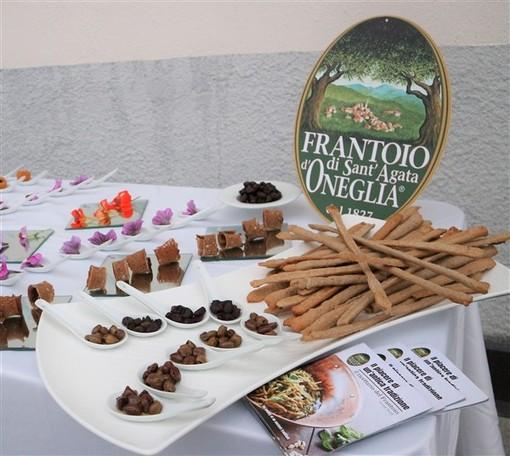 """I sapori e i fiori della Liguria conquistano Varese: ancora un grande successo per il format """"Mangiare i fiori"""", una serata all'insegna della cultura e della buona cucina"""