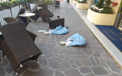 """Piccola """"ribellione"""" negli alberghi in quarantena ad Alassio: pasti lanciati fuori dalla porta"""