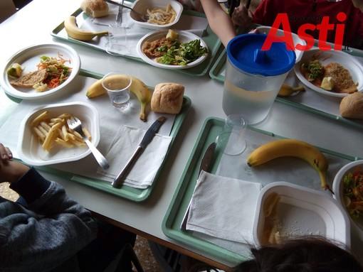 Covid, nelle scuole di Asti si pranzerà anche in classe. Tutti piatti cucinati e niente lunch box