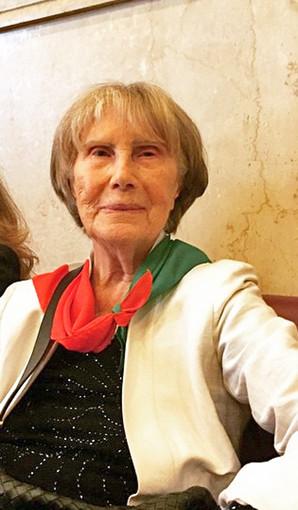 """Marisa Ombra durante la presentazione del libro, """"Libere sempre"""" rivolto alle giovani donne del terzo millennio"""