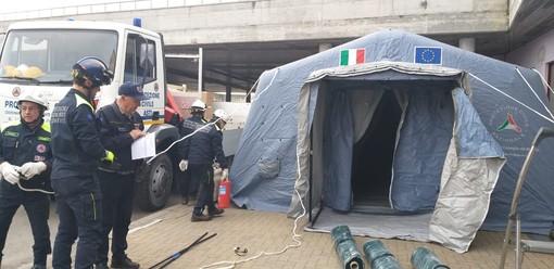 La tenda di fronte al Pronto scoccorso di Asti