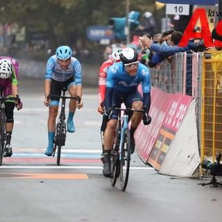 Ciclisti Giro d'Italia in arrivo ad Asti