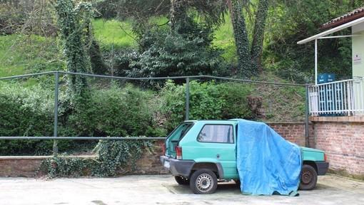 L'auto abbandonata