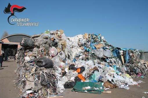 I Carabinieri del NOE sequestrano un capannone di stoccaggio rifiuti nell'astigiano [VIDEO E FOTOGALLERY]
