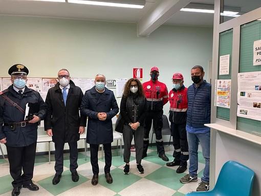 Il vicepresidente Carosso in visita all'hub vaccinale con il sindaco Cavallero e alcuni membri dell'Amministrazione costigliolese