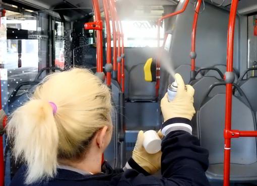 Disinfezione quotidiana sugli autobus di Asp