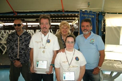 La premiazione di Luca Simonetti ed Elena Vergano, vincitori del Torneo di bocce integrate lo scorso anno