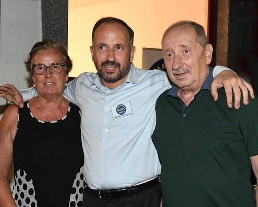 Nell'immagine, tratta dal suo profilo Facebook, il sindaco Rasero ritratto con i genitori