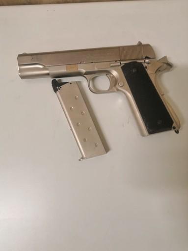 Asti, 69enne minaccia barista con una pistola. Arrestato dalla Polizia