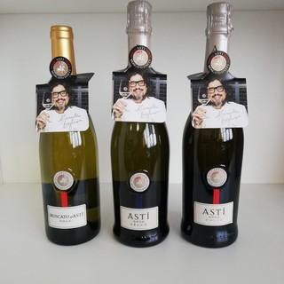 Il Consorzio dell'Asti presenta i nuovi neck hangers firmati da chef Alessandro Borghese