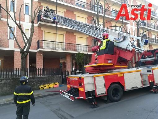 Intervento dei vigili del fuoco a supporto del 118 per soccorrere una paziente in sovrappeso