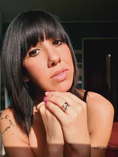 Oltre un anno senza musica: riflessioni a cuore aperto della cantante astigiana Alice Sansebastiano