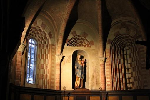 Altare centrale della chiesa di Viatosto