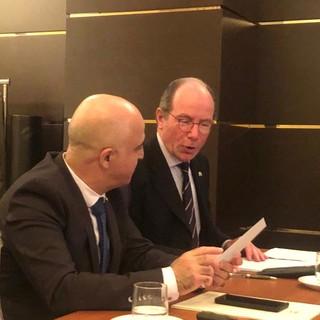 Una recente immagine dell'avvocato Florio insieme all'ambasciatore di Israele