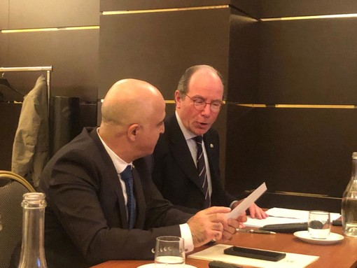 L'avv. Luigi Florio, già sindaco di Asti e presidente dell'associazione Italia Israele di Asti, con l'ambasciatore di Israele in Italia