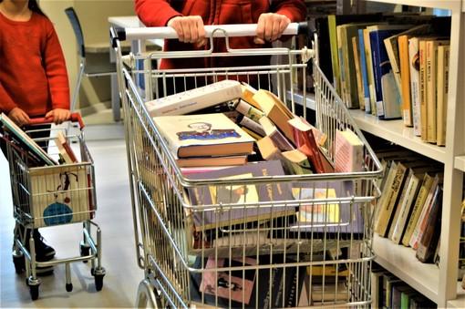 Dalla Biblioteca Monticone di Canelli in partenza un...carrello di libri