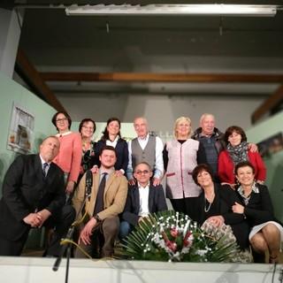 """Foto di gruppo per la compagnia teatrale """"D la Vila"""" di Verzuolo (CN)"""