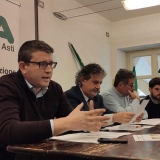Il presidente Durando e il direttore Pippione (i primi due da sinistra) ritratti nel corso della conferenza stampa
