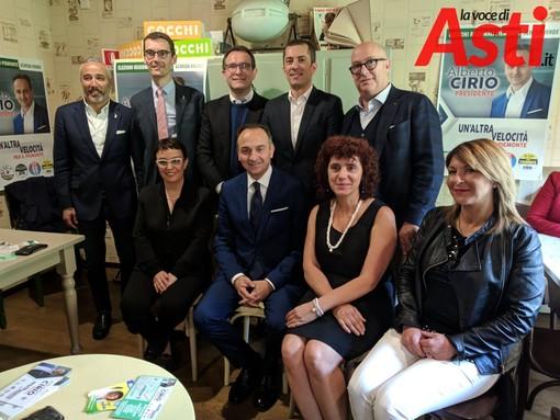 Il candidato presidente Alberto Cirio attorniato dai candidati consiglieri di centrodestra