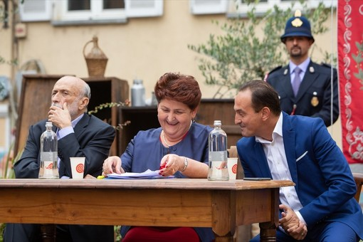 """Il governatore del Piemonte ritratto con Carlin Petrini e il ministro Bellanova all'inaugurazione di """"Cheese"""""""