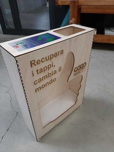 Da oggi nei supermercati Coop un contenitore per la raccolta di tappi di plastica
