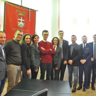 Foto d'archivio del Consiglio provinciale con, al centro, il presidente Lanfranco