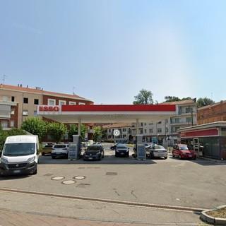 Il distributore dismesso di piazza Torino, ad Asti