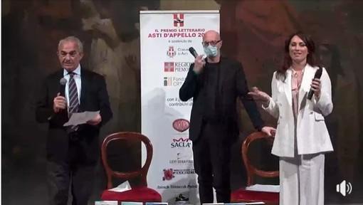 Il presidente dell'Asti d'Appello con i conduttori della finale
