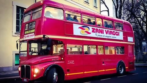 Gran finale, con autobus inglese d'epoca, per la 'Fiera del Tartufo' di Montiglio Monferrato