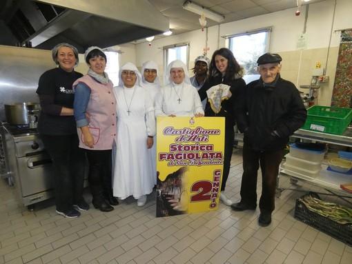 Una rappresentanza della Pro Loco di Castiglione alla Mensa Sociale del Comune di Asti