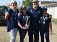 Il presidente della Sezione ANA di Asti con la squadra femminile