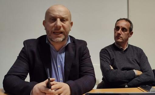Spata (a sinistra) e il collega Massimo Cerruti, capogruppo M5S in una foto d'archivio