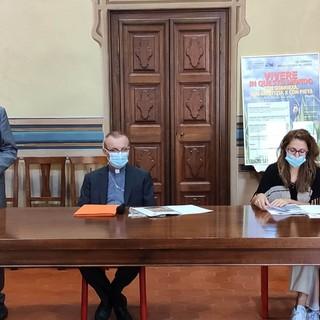 Nella foto, da sinistra: Francesco Scalfari, Michelino Musso, monsignor Marco Prastaro, due rappresentanti dell'Ufficio diocesano per la Pastorale dei Migranti
