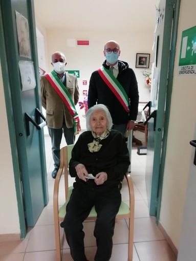 """Festeggiati a Montafia i cento anni di Olga Canavese, ospite della casa di riposo """"Cassinelli"""""""