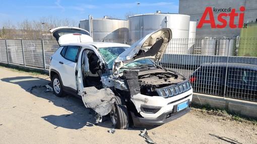 Incidente stradale a Castello di Annone, auto urta violentemente un tir