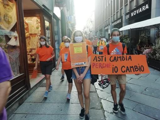 """Molti concittadini sono scesi in strada al grido di """"ASTI CAMBIA!"""""""