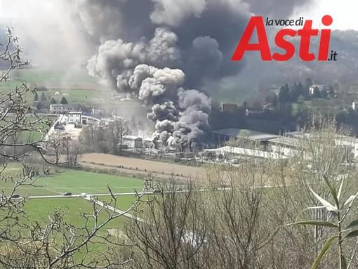 Incendio in un capannone di località Rilate, denso fumo visibile da grande distanza [VIDEO]