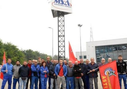 Lavoratori in sciopero (foto facebook Casa del Popolo)
