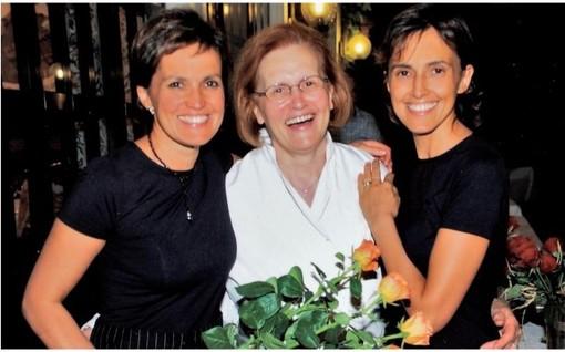 Maria Luisa Fassi (a sinistra) ritratta con la madre Pina e la sorella Maura