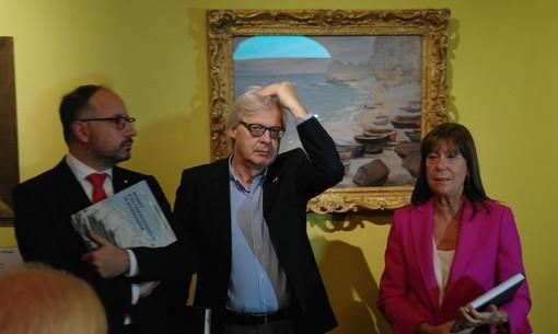 Vittorio Sgarbi ritratto tra il sindaco Maurizio Rasero e l'assessore regionale alla Cultura Vittoria Poggio