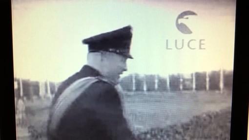 Nell'immagine, tratta da un filmato dell'Istituto Luce, un momento della visita ad Asti di Benito Mussolini, risalente al 16 maggio 1939