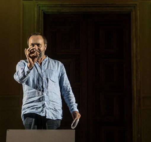 """Domenica sera nell'Abbazia di Vezzolano in scena e 130 repliche de """"Il nome della rosa"""", a cura del Teatro di Riciclo"""
