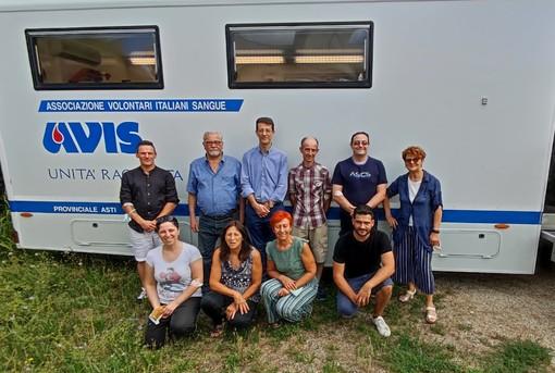 Nella foto alcuni componenti del nuovo Consiglio in occasione della donazione del 18 luglio scorso sull'automoteca in piazza a Mombercelli