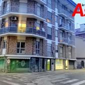 Il palazzo al civico 21 di via Zangrandi, dove si trova l'appartamento in cui si è verificata la tragedia