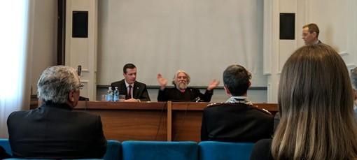 Il colonnello Federici e il dottor Meluzzi ritratti nel corso della presentazione astigiana